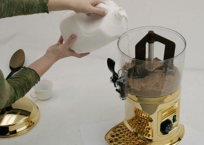 1bhc245_mixing_chocolateshot